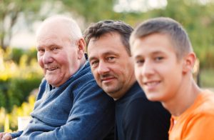 Männer dreier Generationen, symbolhaftes Bild zu Erbrecht